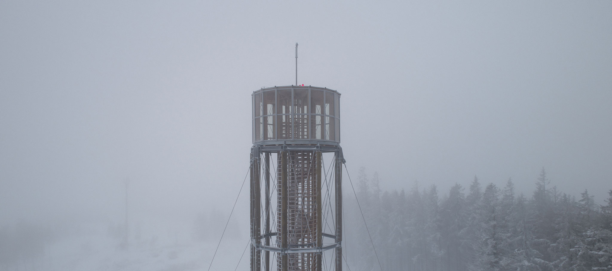 Torre de vigilancia en Kraličák por MgA. David Kubík. Fotografía por Jakub Skokan, Martin Tůma / BoysPlayNice