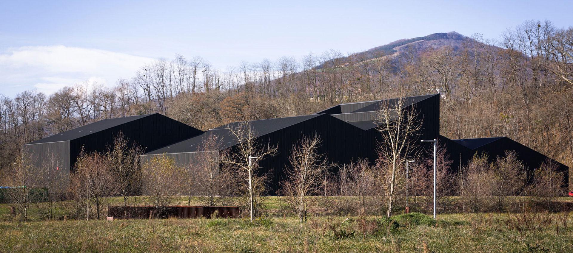 Lozy's Pharmaceuticals factory por GVG Estudio. Fotografía © Rubén P. Bescós