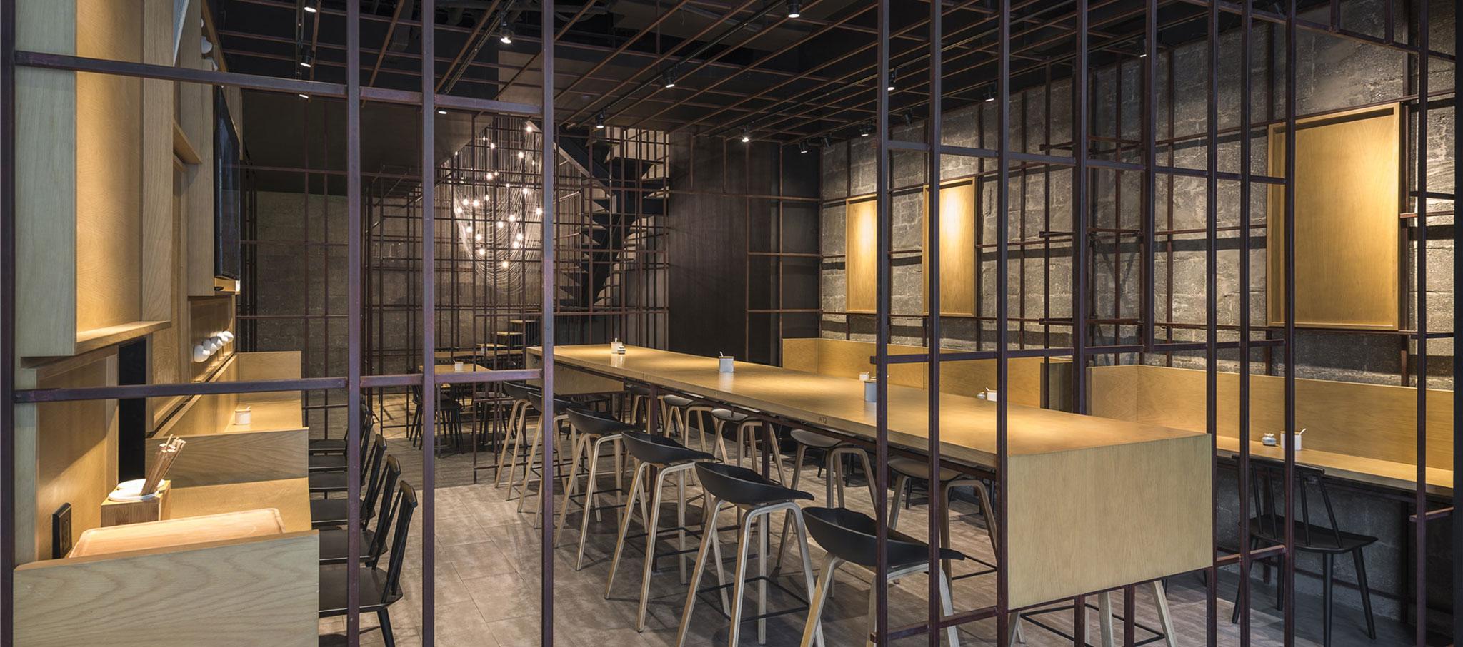 Vista interior.Noodle Diner Sanlitun SOHO por Lukstudio. Fotografía © Dirk Weiblen