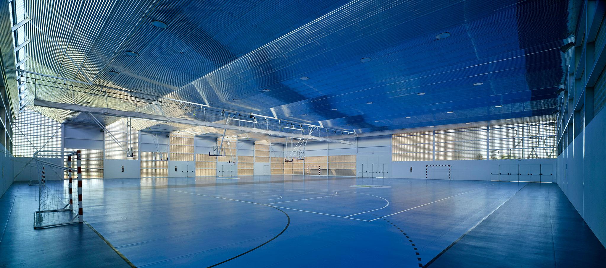 Centro deportivo Es Puig D´en Valls por MCEA | Arquitectura. Fotografía © David Frutos Fotografía de Arquitectura