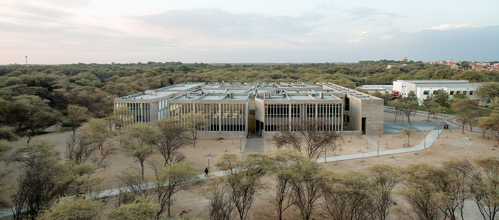'Edificio E' education building for the University of Piura Photograph by Barclay & Crousse. Cristobal Palma
