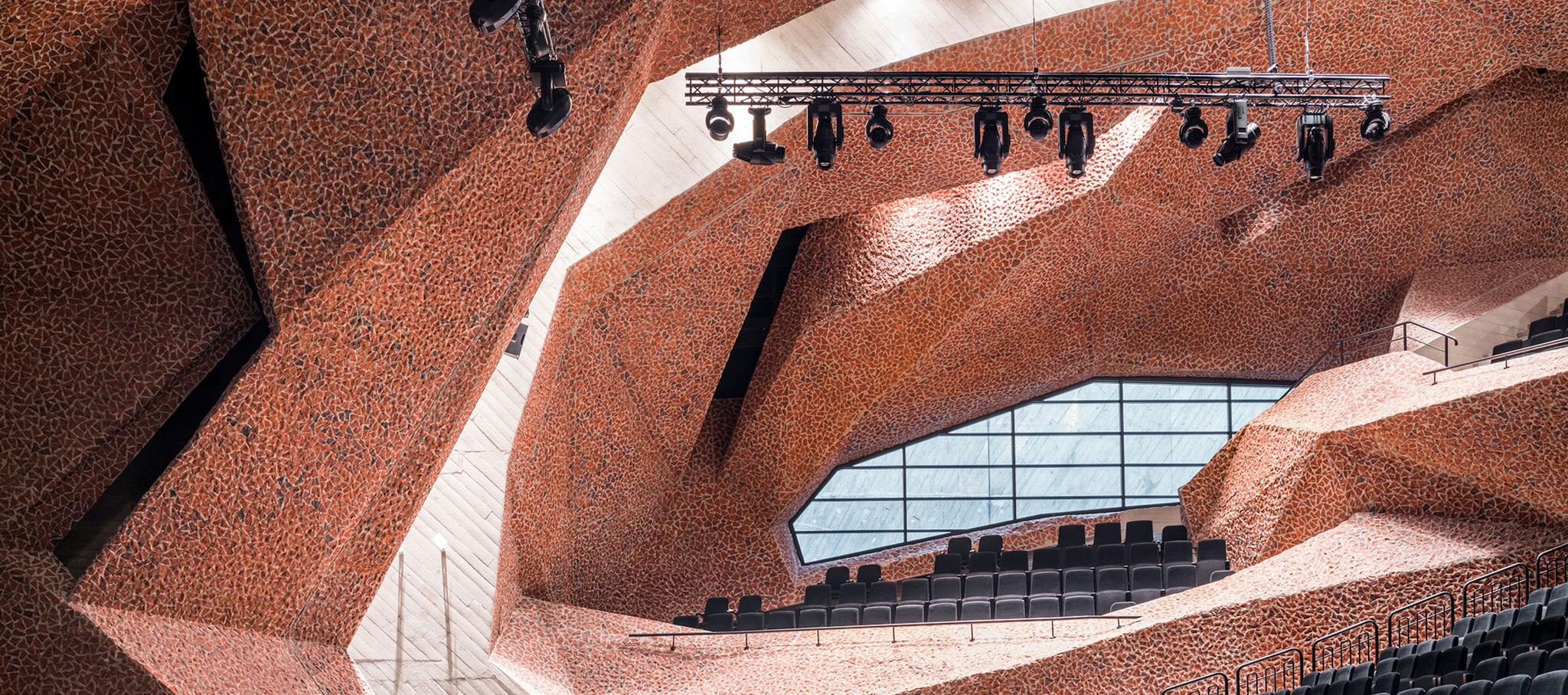 Centro de Cultura y Congresos, CKK Jordanki de Fernando Menis. Fotografía por Jakub Certowicz