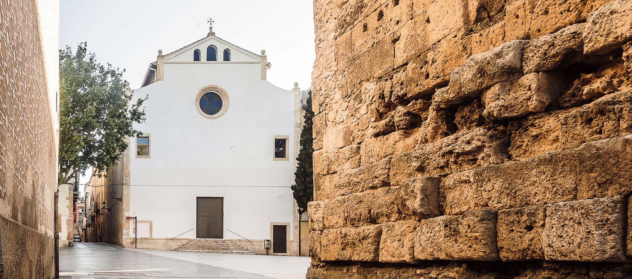 Rehabilitación de fachadas y reconexión histórica de la iglesia de la Trinitat por NUA arquitectures. Fotografía por José Hevia / NUA arquitectures