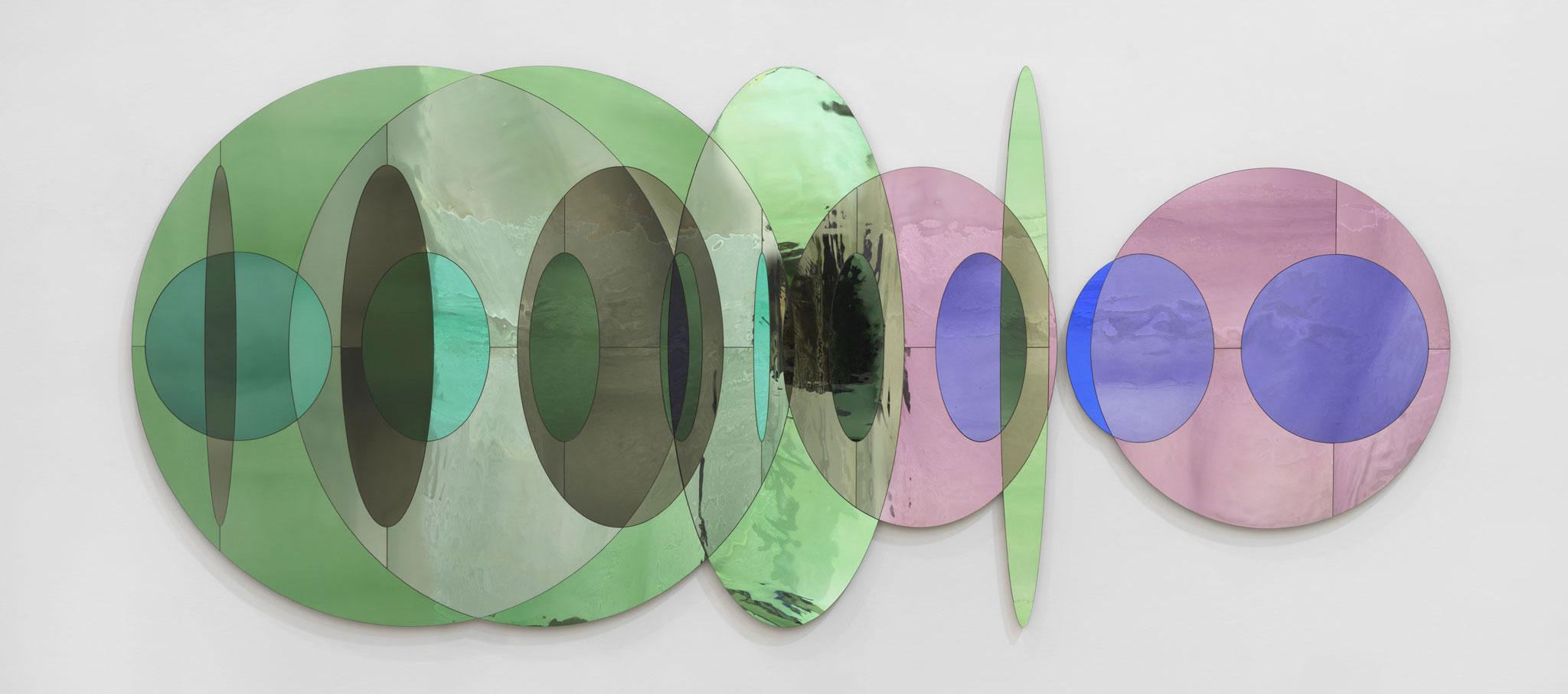 Una mirada a lo que vendrá. Vidrio coloreado con soporte de plata, trasera de aluminio. Fotografía © Cuauhtli Gutiérrez