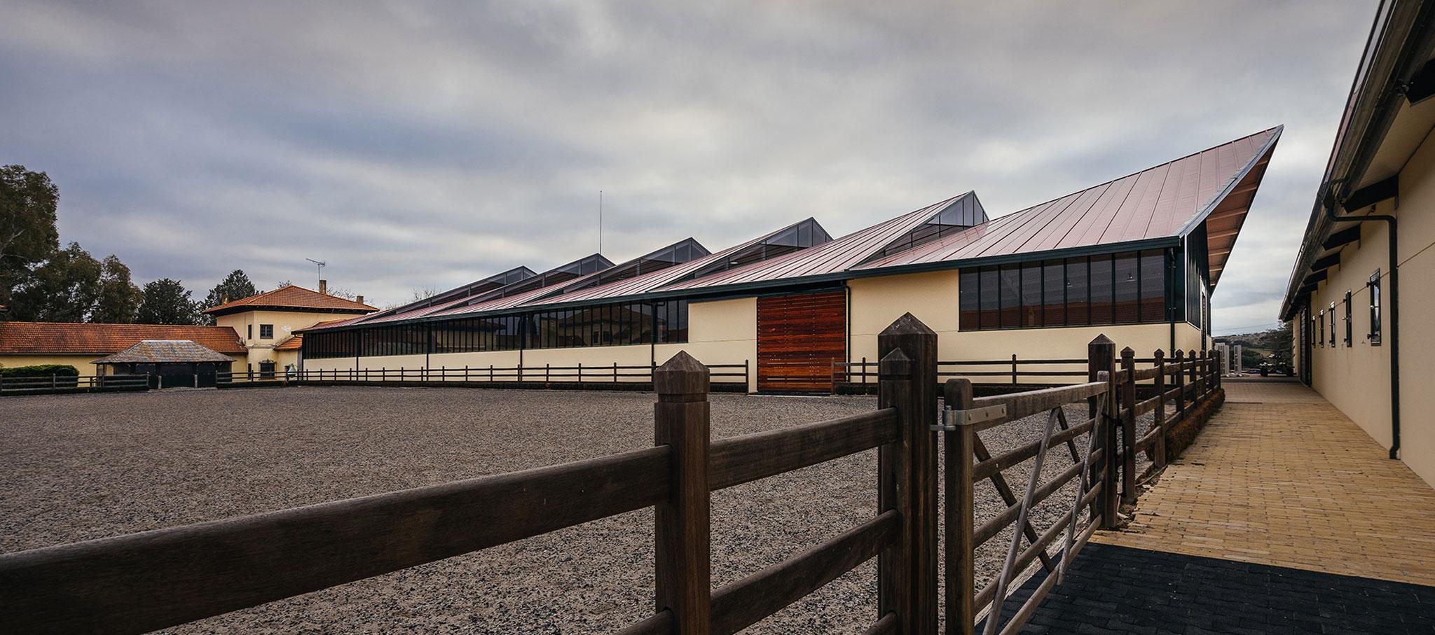 Exterior view. Horse Ridding Field in cattle Farm by OOIIO Arquitecture. Photograph of OOIIO Arquitectura, Josefotoinmo