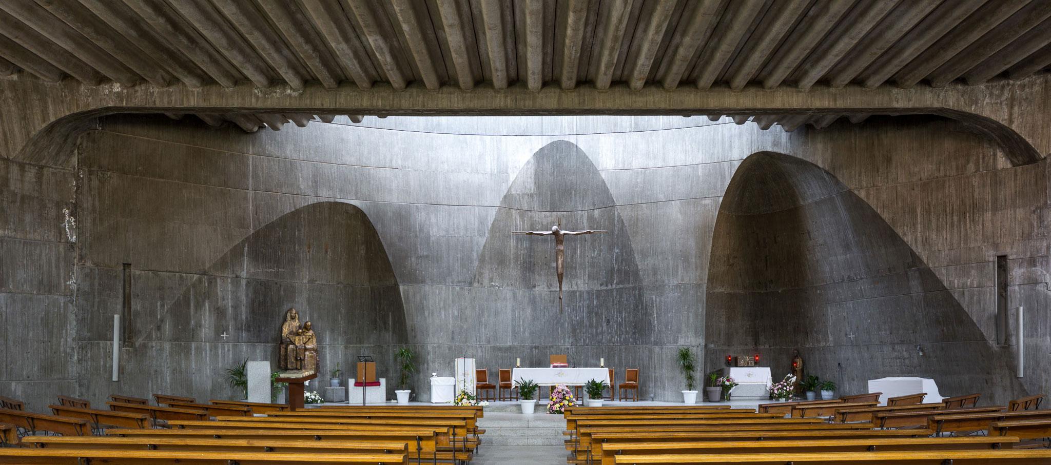 Conjunto Parroquial de Santa Ana y la Esperanza en Moratalaz, Madrid, por Miguel Fisac. Fotografía © Simón García | arqfoto.com