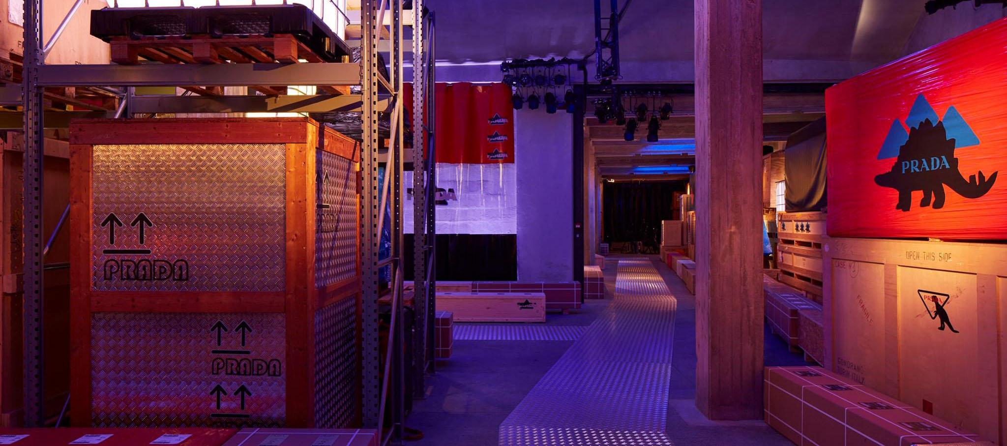 Pasarela de moda Hombre FW18. Prada Warehouse por AMO. Imagen cortesía de PRADA
