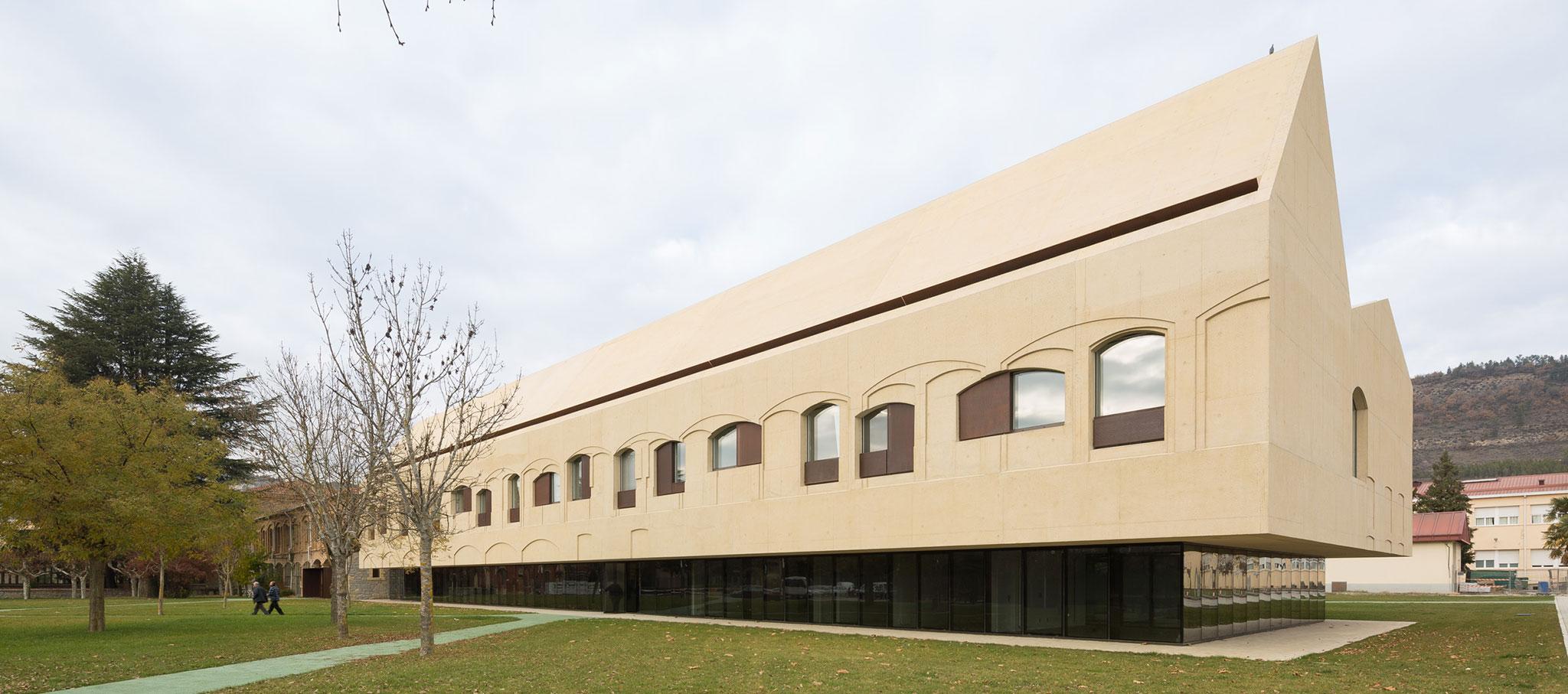 Psychiatric Center – Refurbishment & Extension by Vaillo+Irigaray Architects, Galar, Vélaz. Photograph © Rubén P. Bescós