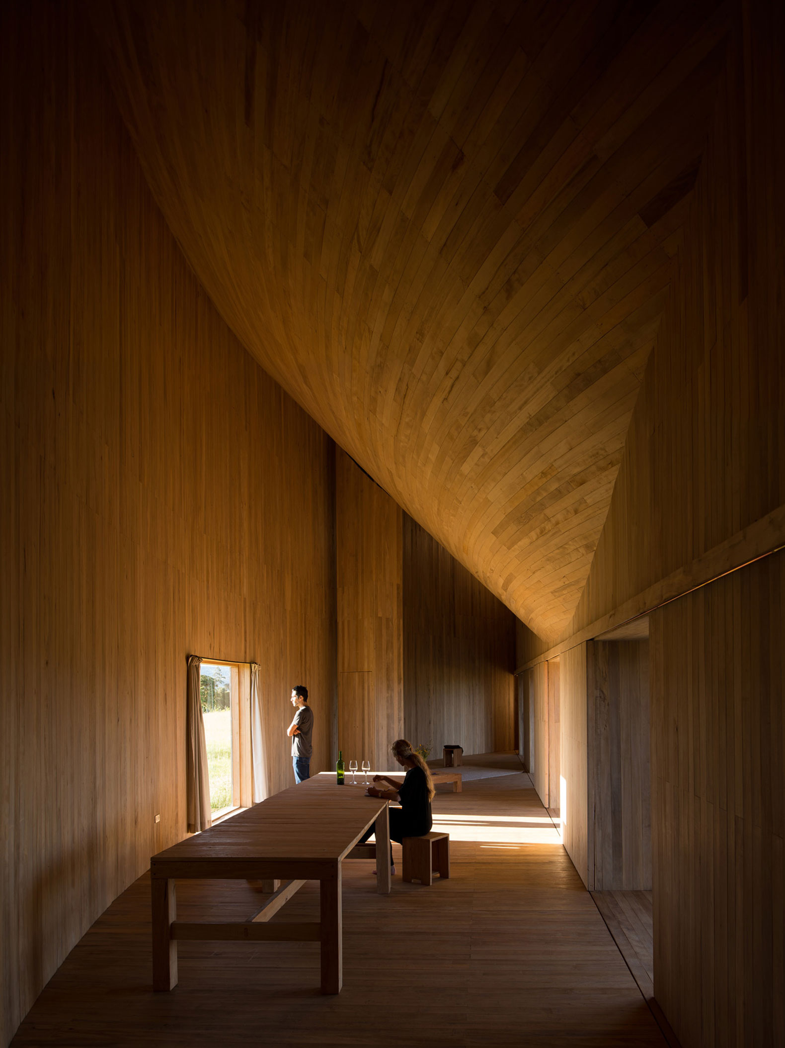 Living in the curve. Rode House by Pezo von Ellrichshausen. Photograph by Pezo von Ellrichshausen