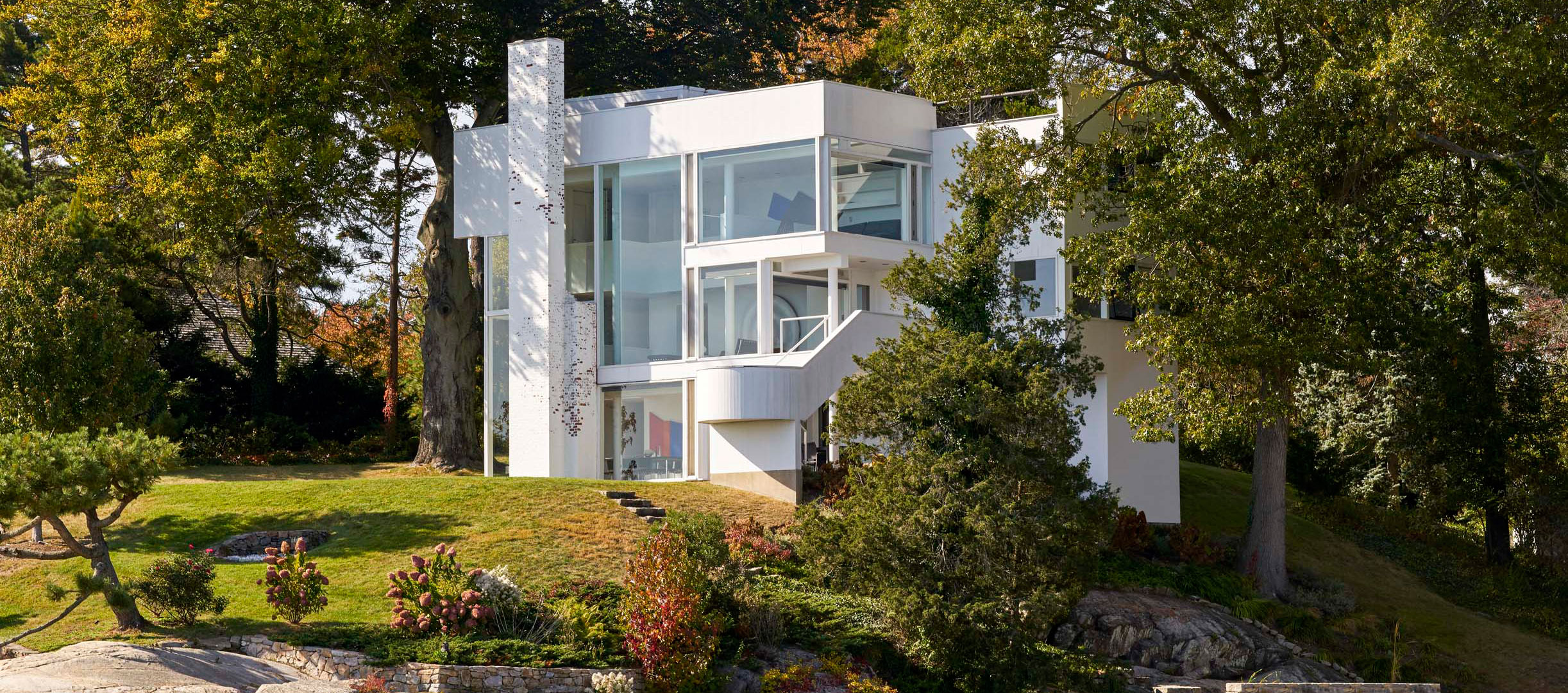 The Smith House by Richard Meier. Photograph © Mike Schwartz. Image courtesy of Richard Meier & Partners Architects