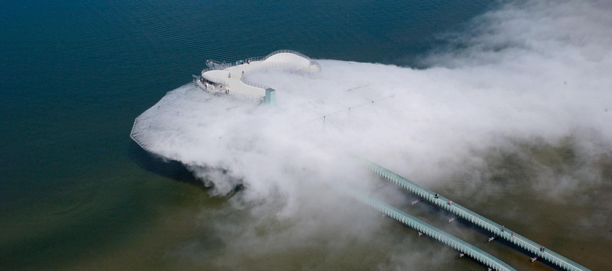 Diller Scofidio + Renfro, Edificio Blur, 2002. Fotografía por Beat Widmer