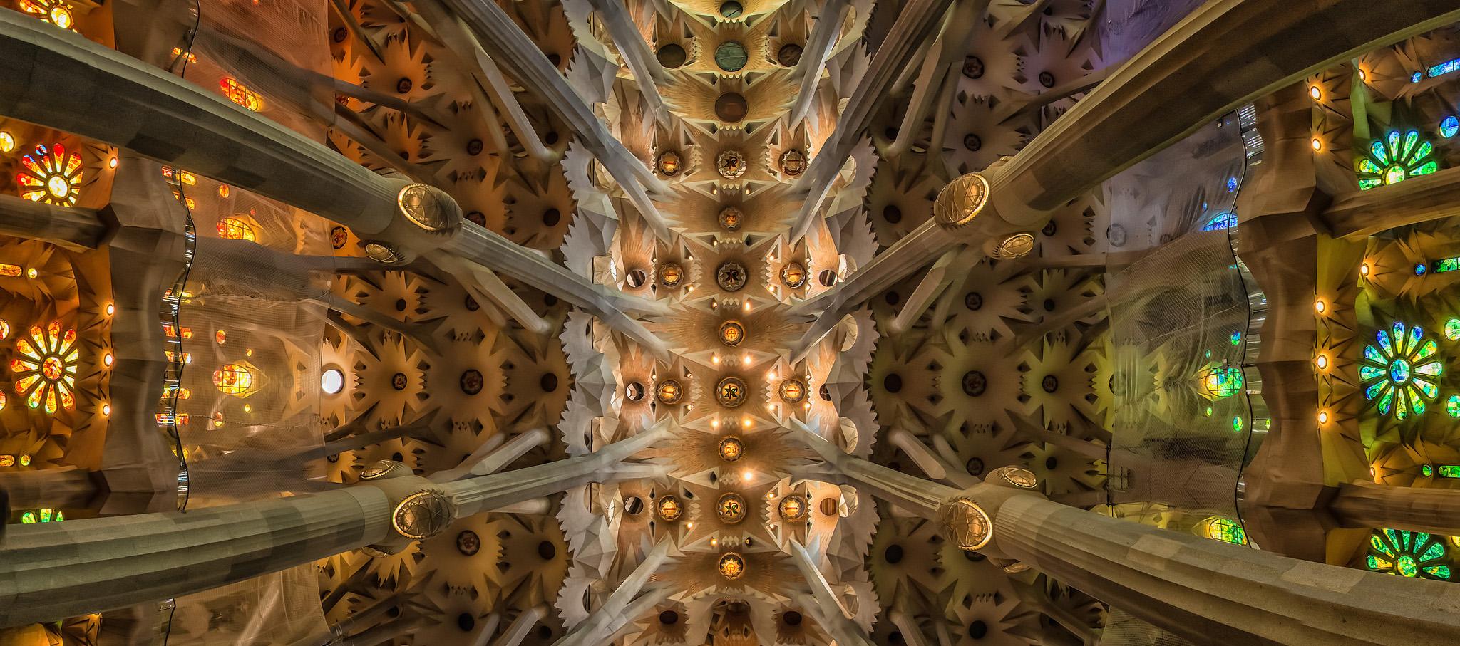 """Basílica de la """"La Sagrada Familia,"""" imagen vía Haschelsax / Flickr"""