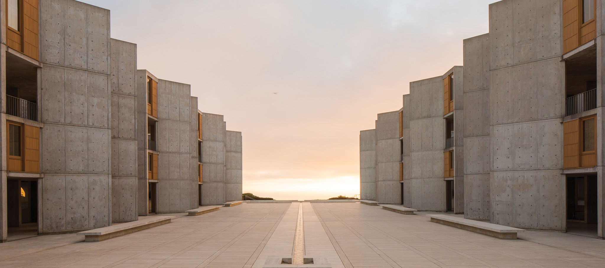 Salk Institute for Biological Studies by Louis Khan. Photograph © Elizabeth Daniels / Courtesy vía The Getty Conservation Institute