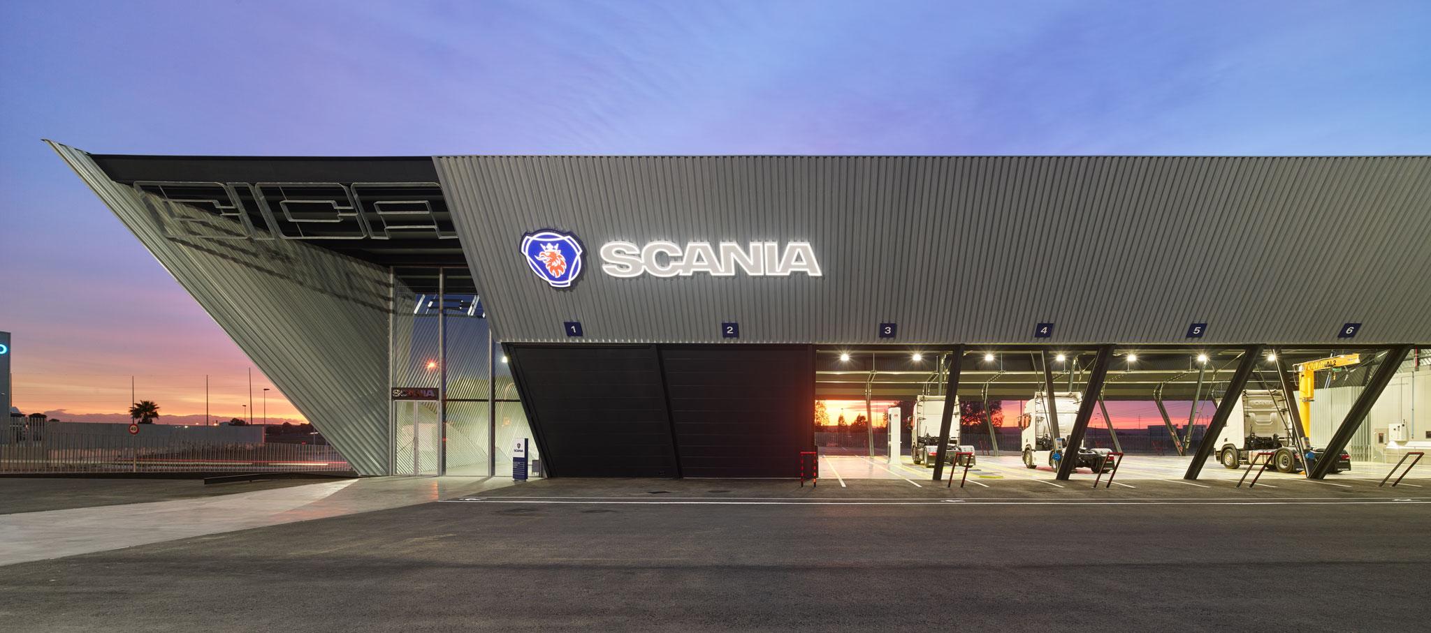 Nuevas instalaciones de Scania por EOVASTUDIO arquitectos. Fotografía por Roland Halbe