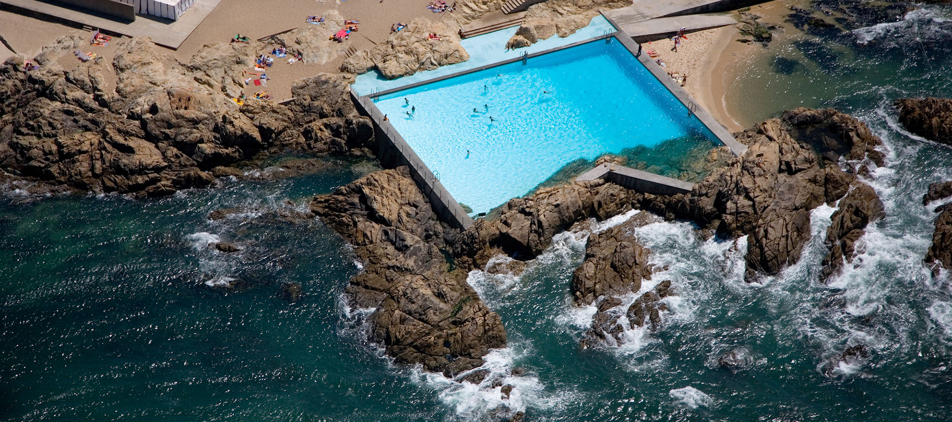 Pools of Marés by Álvaro Siza. 50th anniversary. Photograph © Fernando Guerra / FG+SG