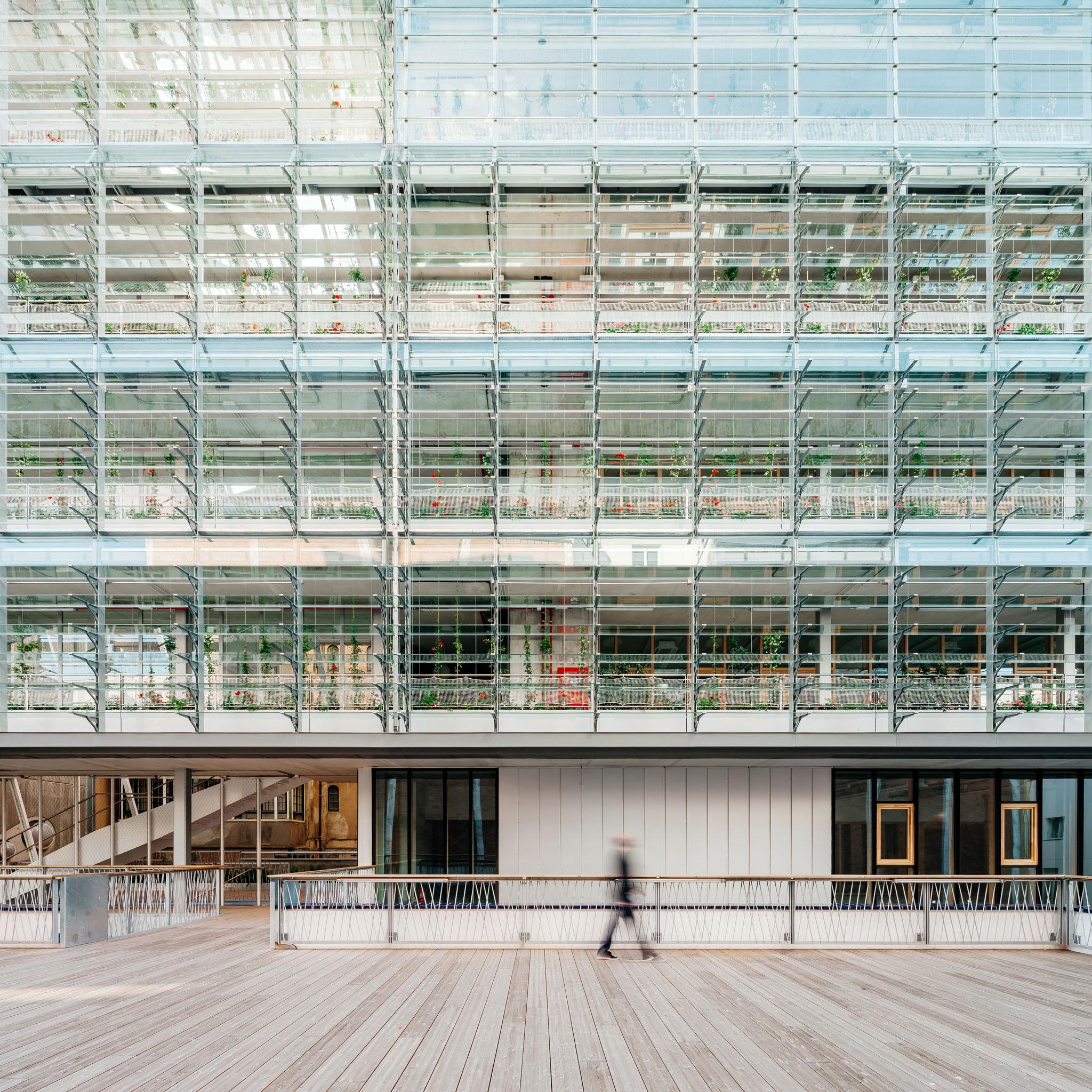Facade. Vil·la Urània, complejo de equipamientos NZEB por SUMO Arquitectes + Yolanda Olmo. Fotografía por Aitor Estévez