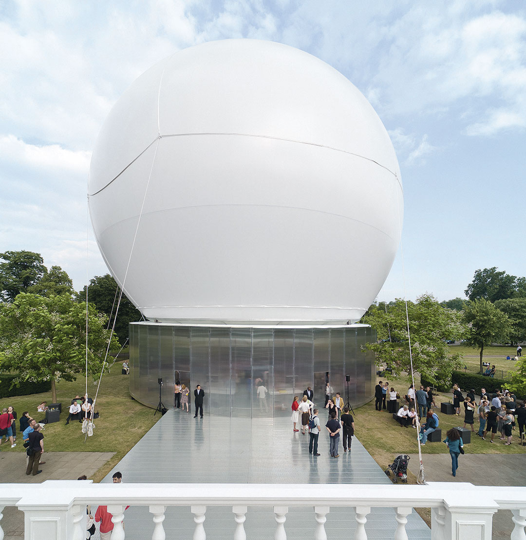 Serpentine Gallery Pavilion 2006 by Rem Koolhaas & Cecil Balmond. Photography ©  Iwan Baan. Courtesy of Taschen