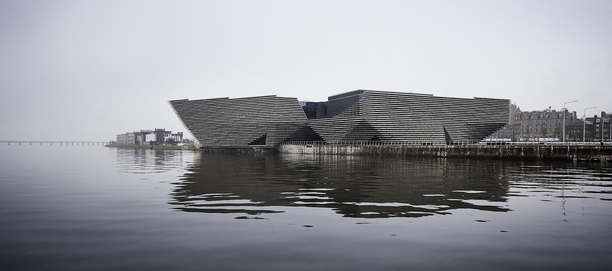 V&A Dundee Museum por Kengo Kuma. Fotografía por Hufton + Crow