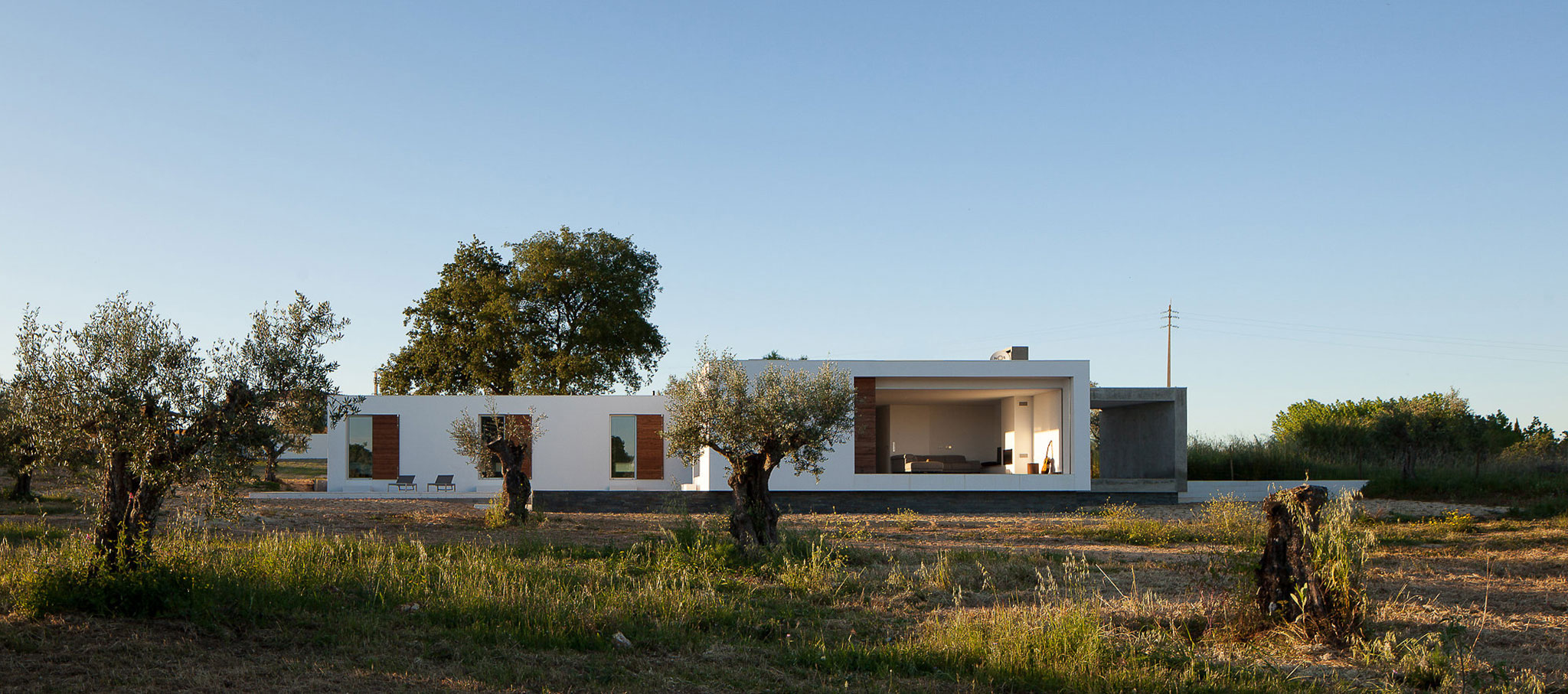 Casa del Anillo por Vasco Cabral + Sofia Saraiva  Architects. Fotografía © José Campos