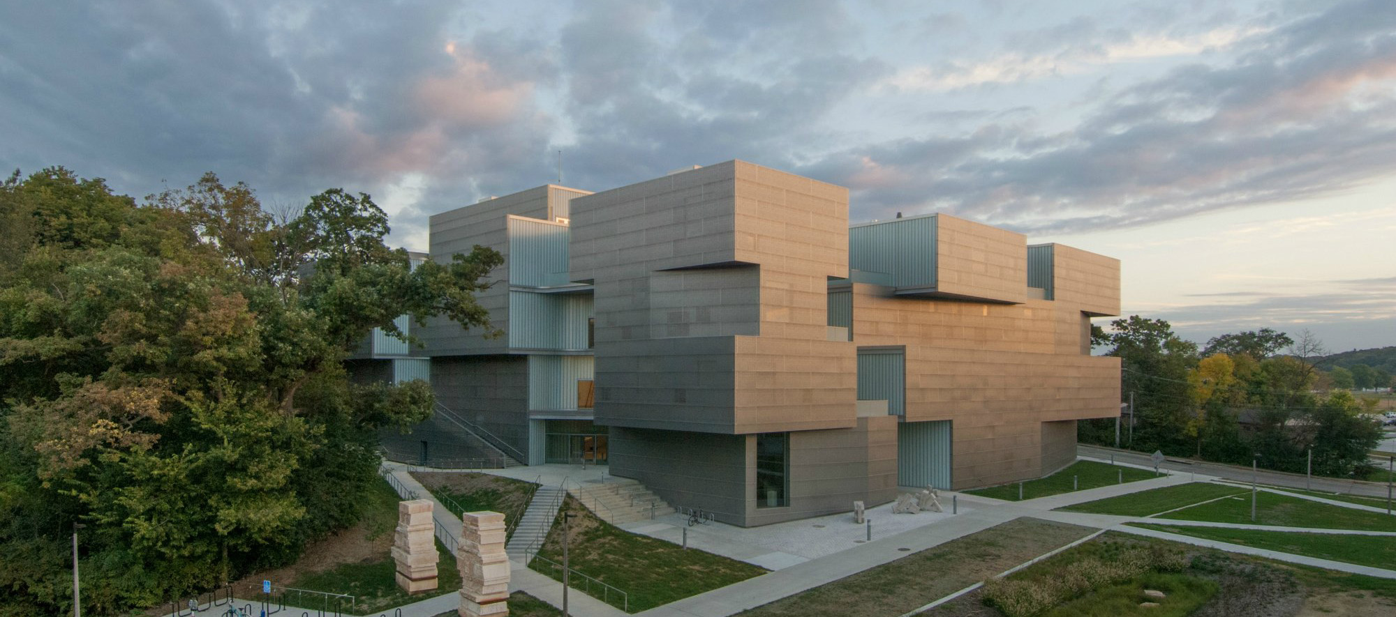 [VIDEO] Visual Arts Building, University Of Iowa: Steven Holl Architects