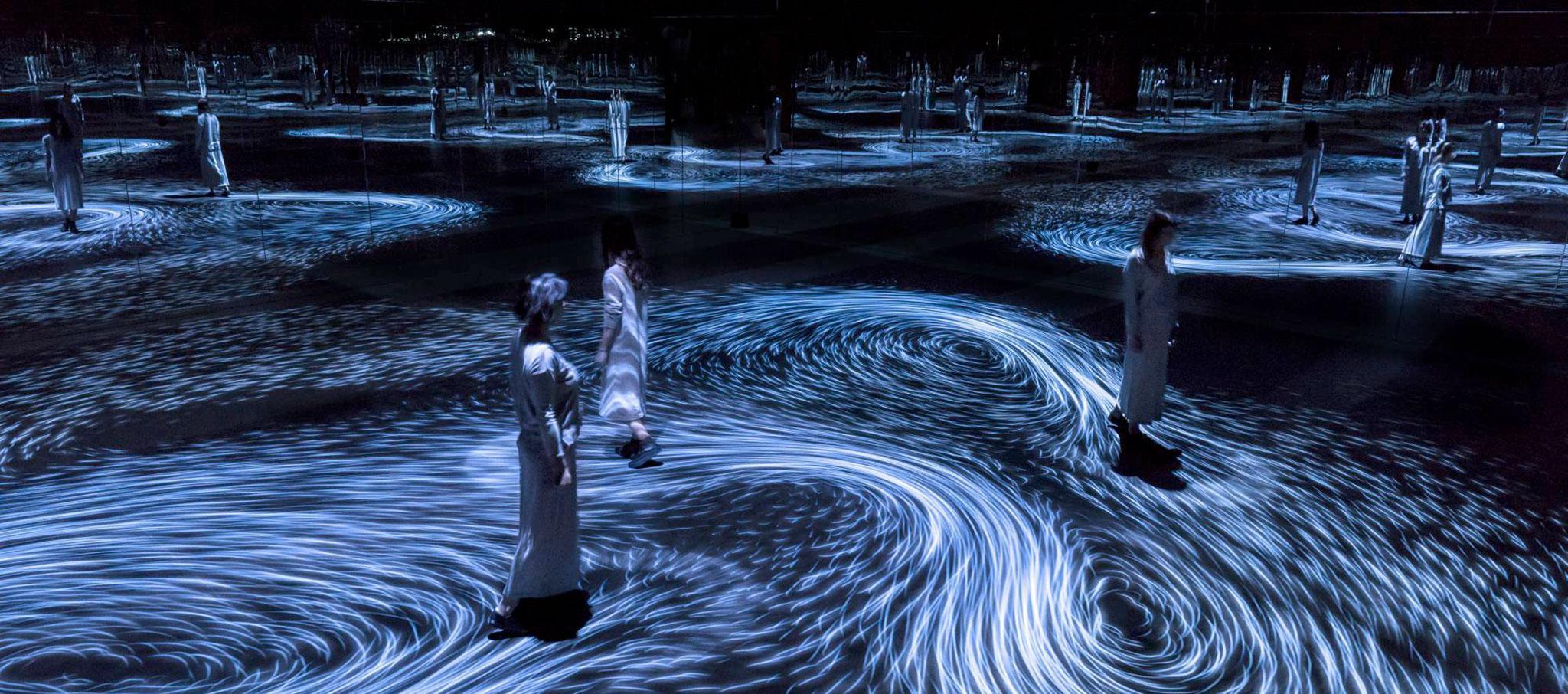 El movimiento crea vortices y los vortices crean movimiento por Teamlab. Imagen cortesía de National Gallery of Victoria (NGV)