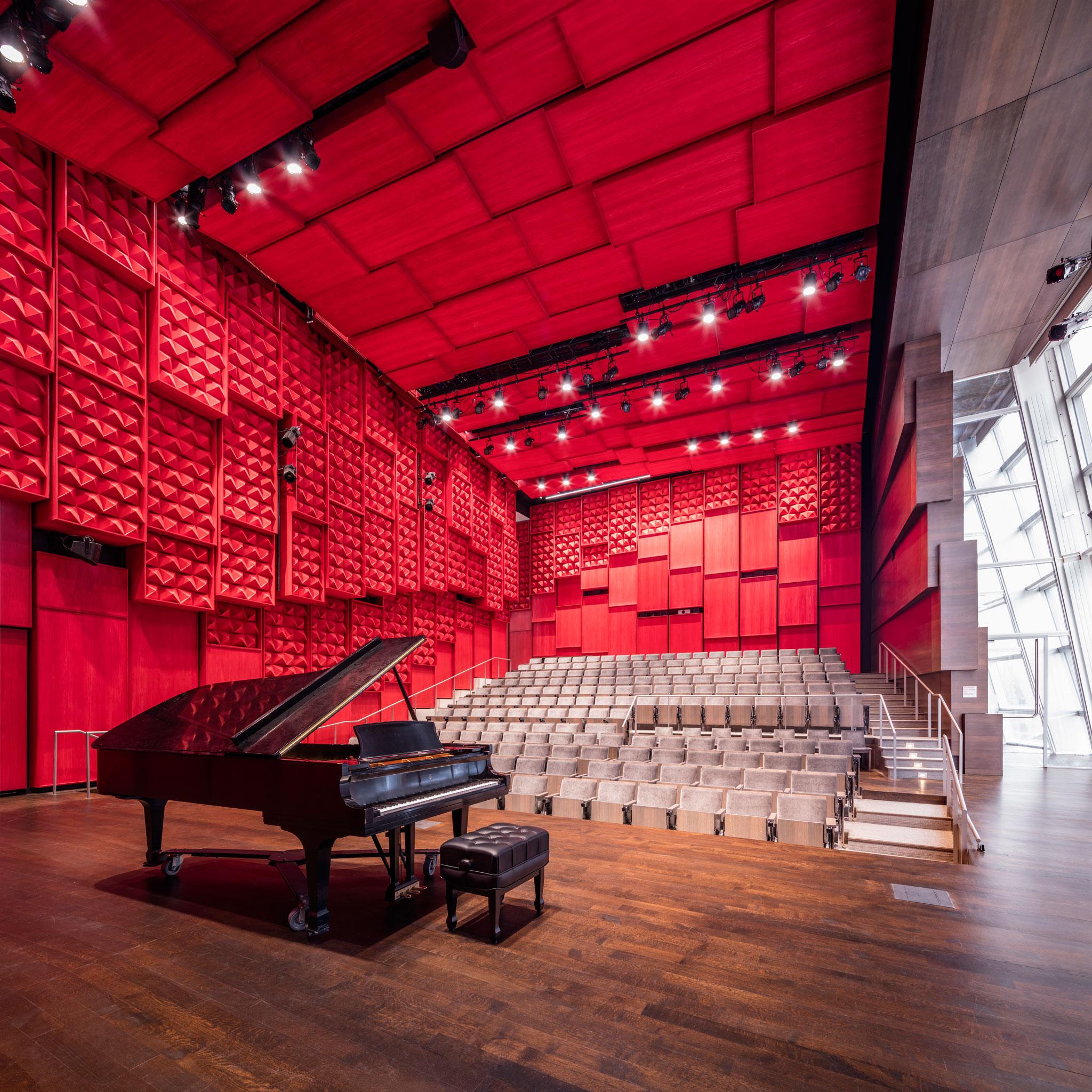 Sala de recitales. Edificio de Música Voxman en la Universidad de Iowa por LMN Architects. Fotografía por Tim Griffith