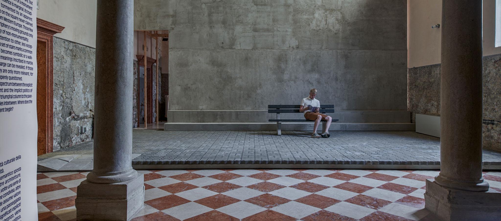 Entrada. Weak Monument. Pabellón de Estonia para la XVI Bienal de Arquitectura de Venecia 2018. Fotografía por Tõnu Tunnel