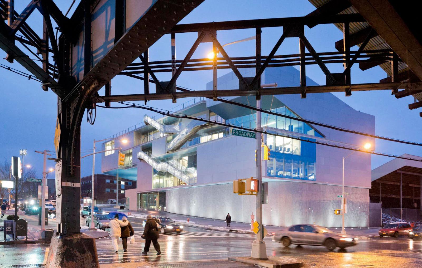 Campbell Sports Center por Steven Holl Architects. Fotografía © Iwan Baan