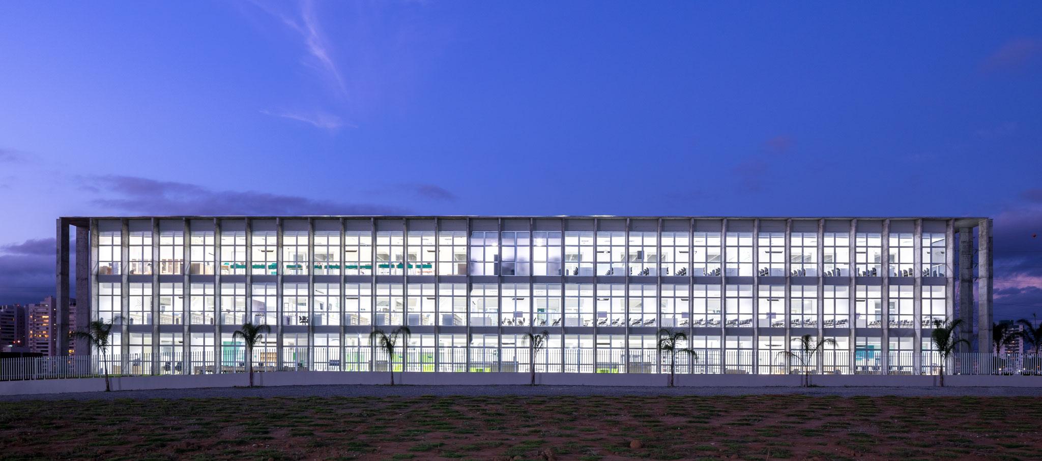 Nuevo edificio en Campus São José Dos Campos por KAAN Achitecten. Fotografía por ©Fran Parente