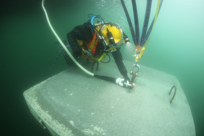 Christo te invita a caminar sobre las aguas. The Floting Piers ...