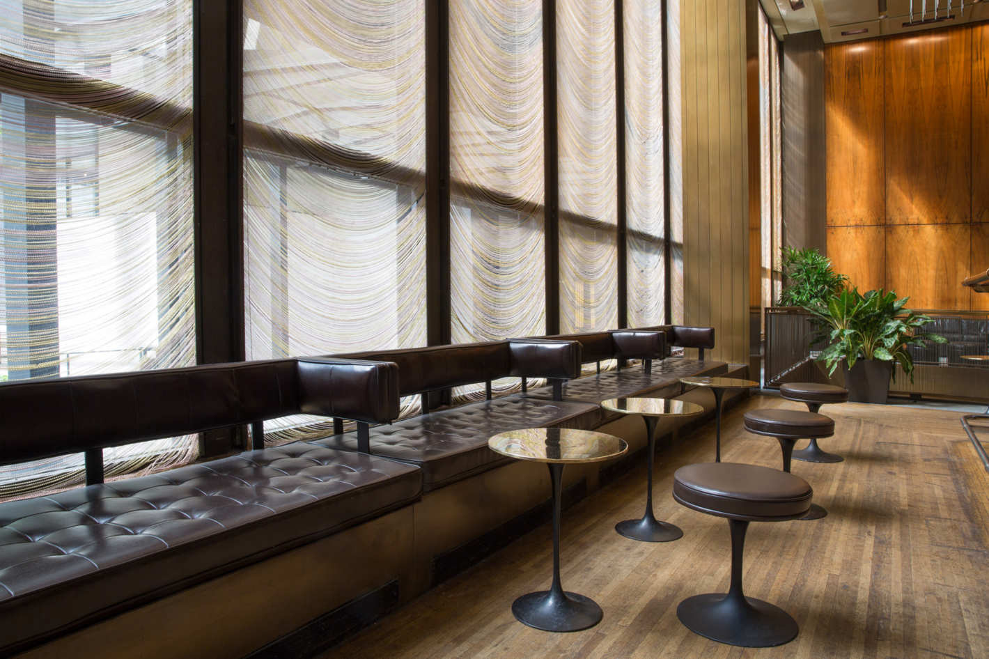 Do You Want To Have A Piece From Philip Johnson S Four Seasons  # Muebles Peter Behrens