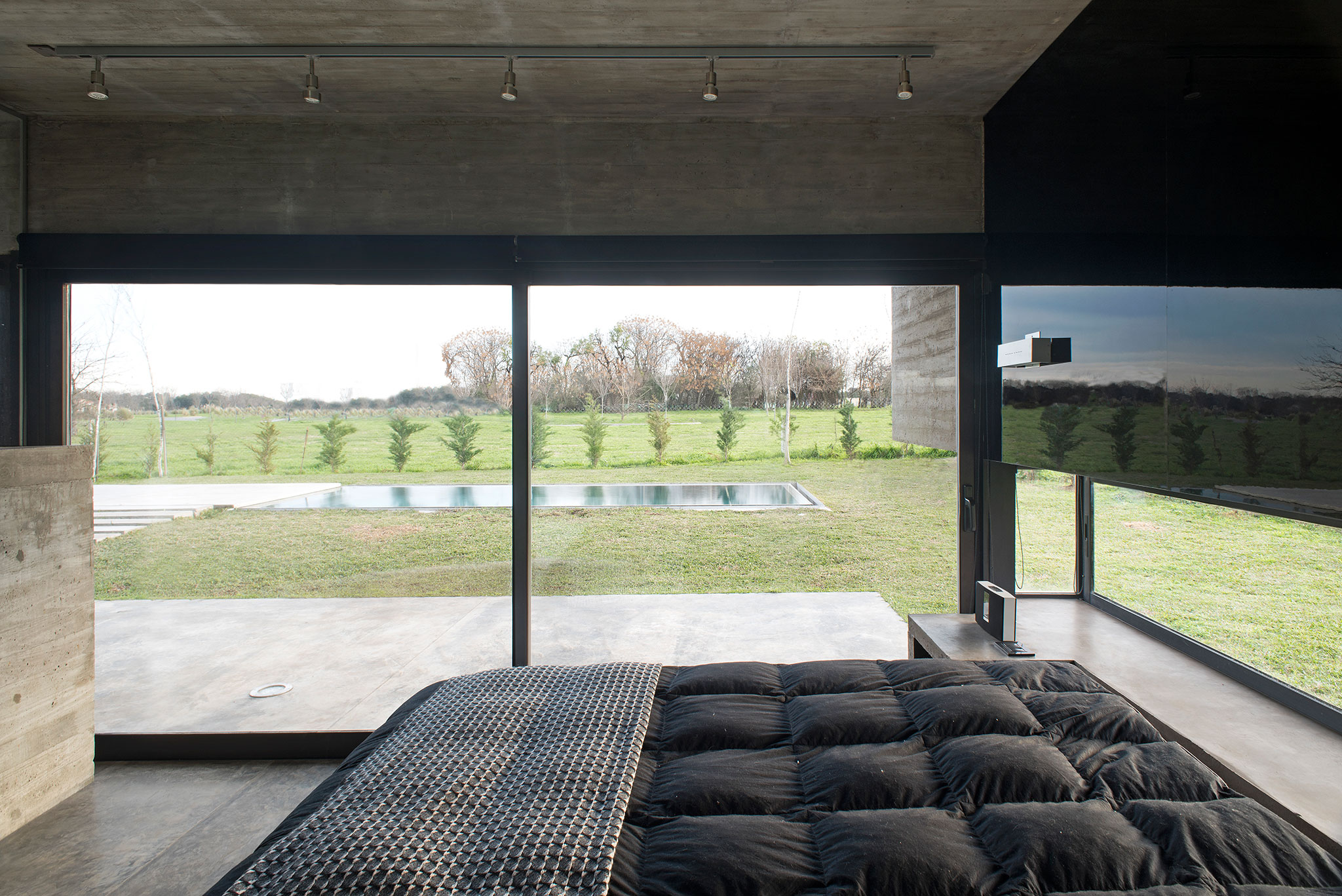 Mach house by luciano kruk concrete canopy and shade metalocus - Casa luciano madrid ...