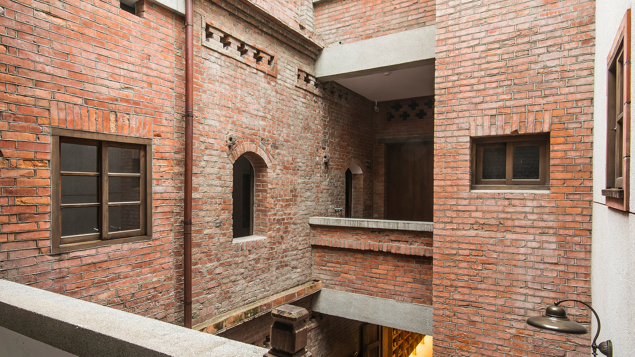 ... Architects Courtyard View From First Floor. Renovation Of An Old Rice  Warehouse By B + P ...