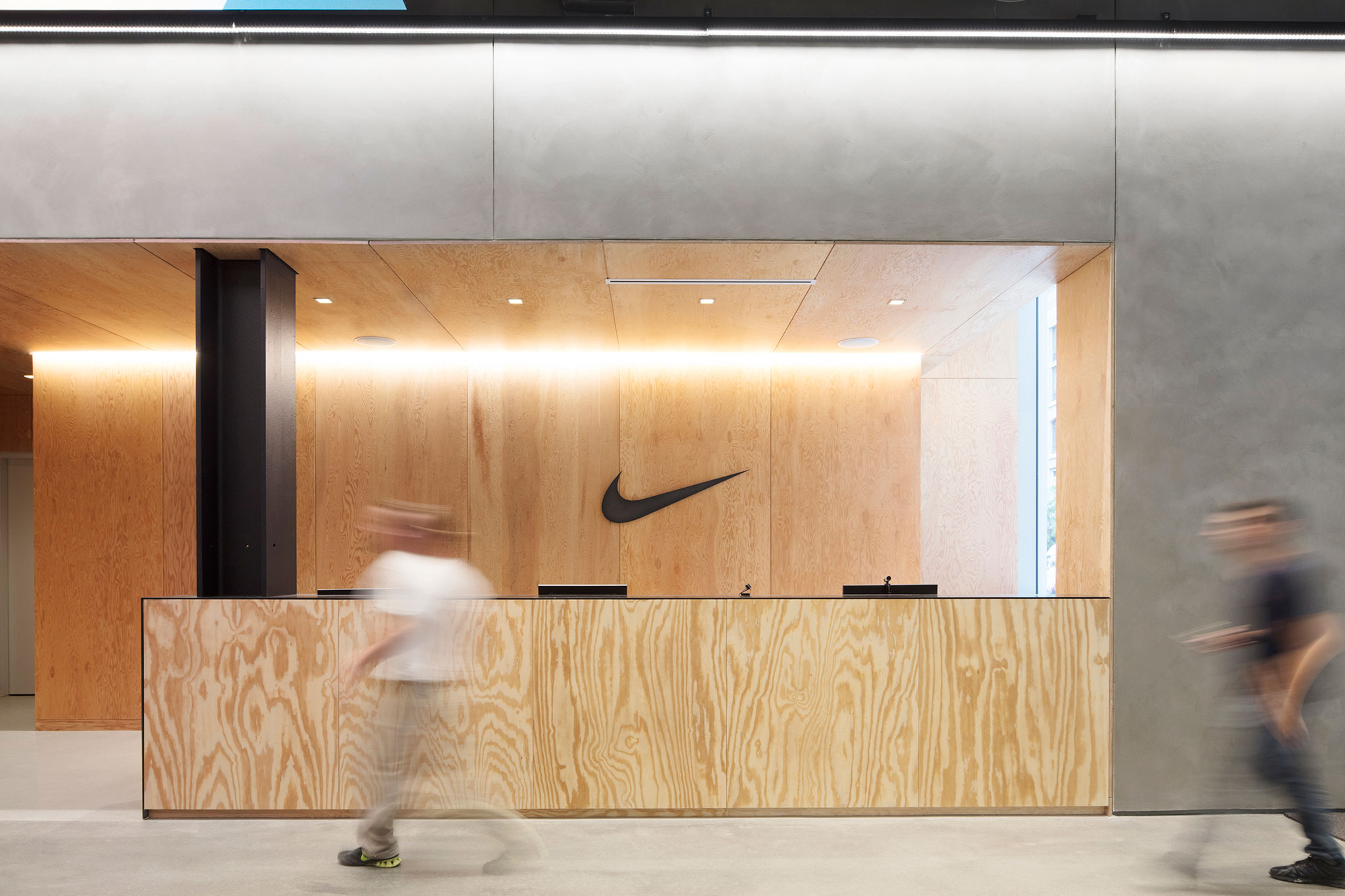 brand architecture of nike The ultimate goal of any company is to lessen the gapbetween the perceived and the required brand image through actively gettingfeedback from the market and responding to any trendsnike brand image that the company initially was building is a pure american icon, highperformance, innovative aggressive brand, associated with high notch athletes.