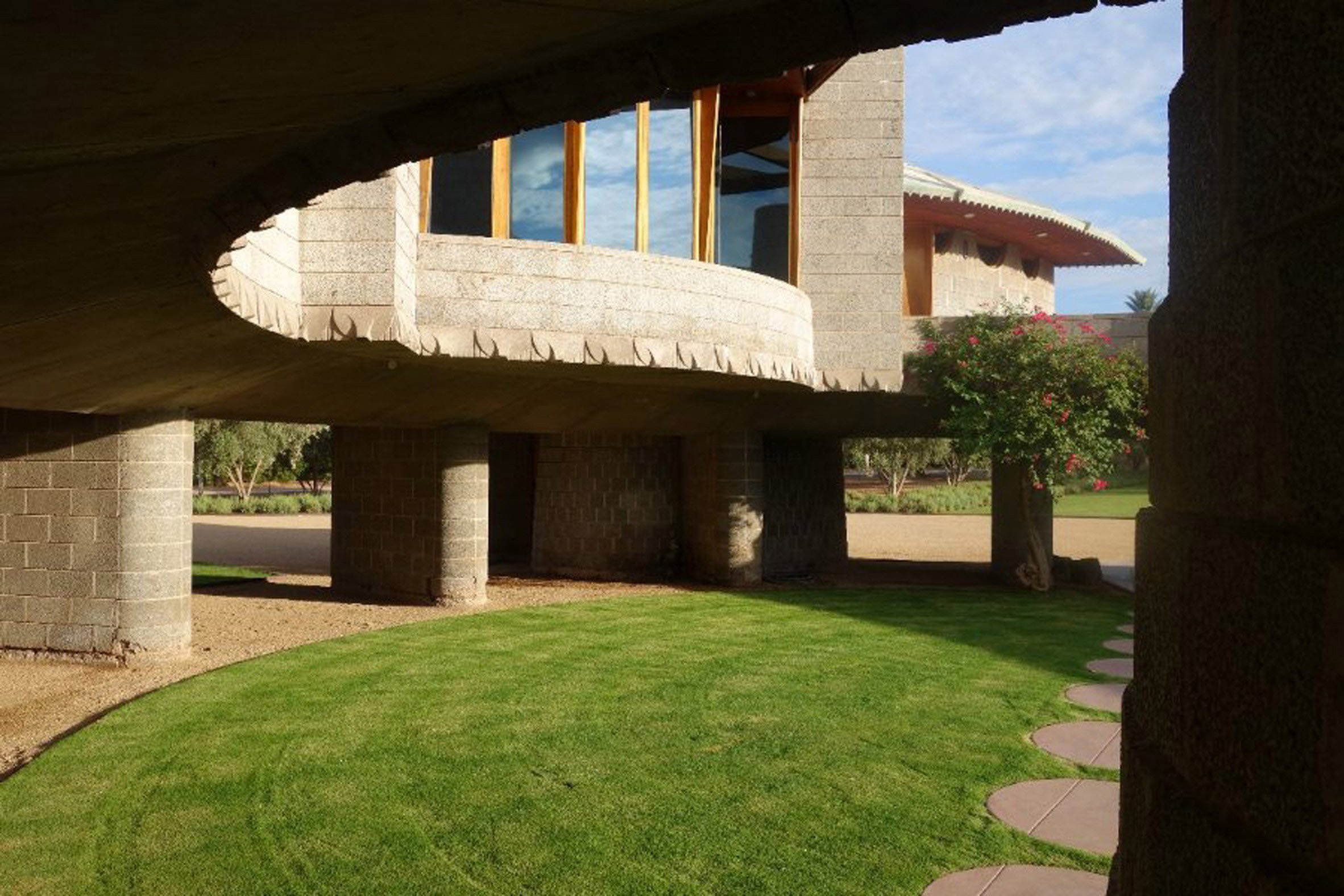 frank lloyd wright house in phoenix donated to taliesin. Black Bedroom Furniture Sets. Home Design Ideas