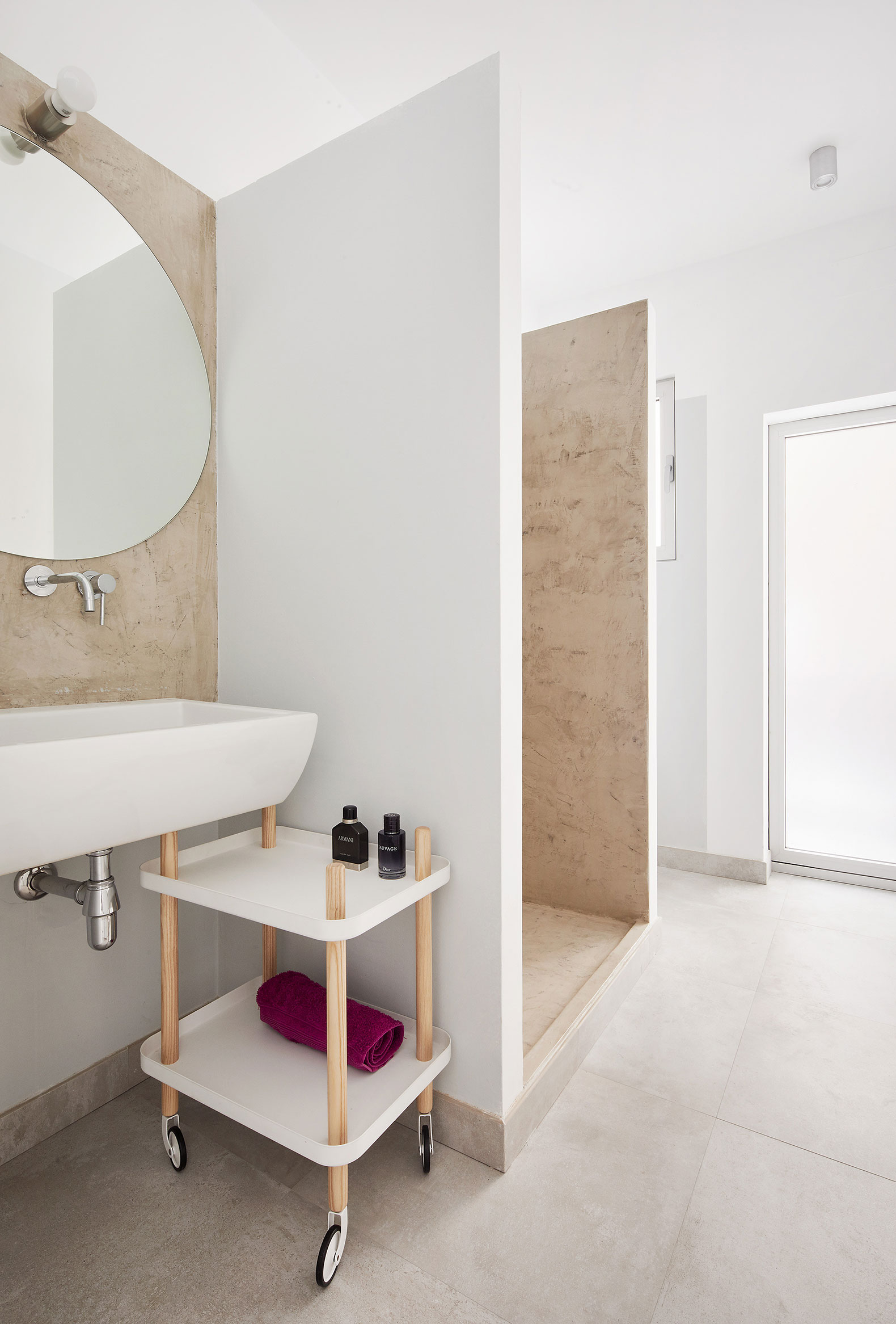 Villarroel apartament by ra l s nchez architects metalocus for Sanchez granada sofas