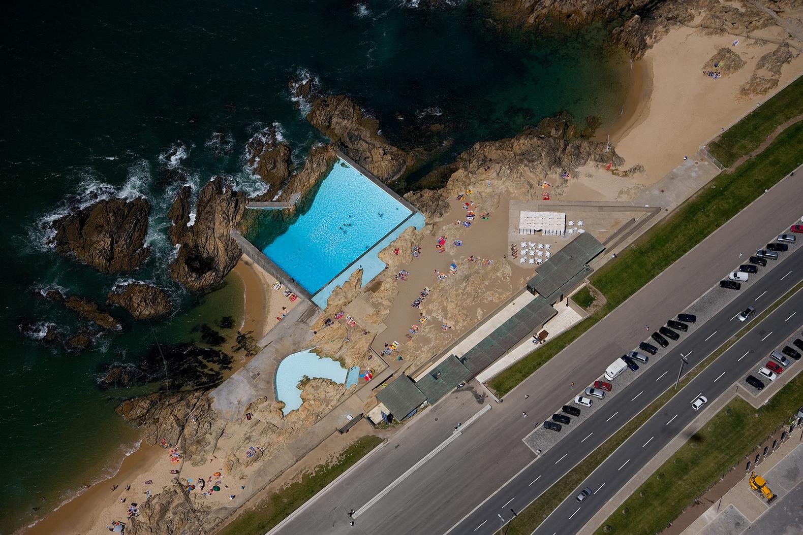 The siza 39 s pools das mar s turn 50 metalocus for Piscinas oporto