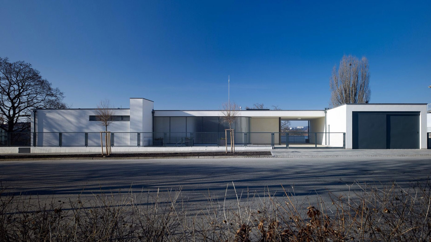 Villa Mies Der Rohe tugendhat house by ludwig mies der rohe metalocus