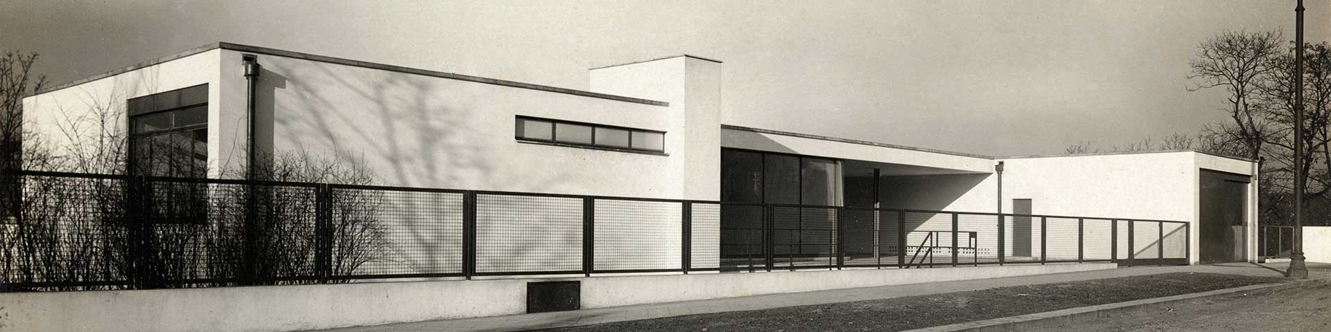 haus tugendhat a film by dieter reifarth metalocus. Black Bedroom Furniture Sets. Home Design Ideas