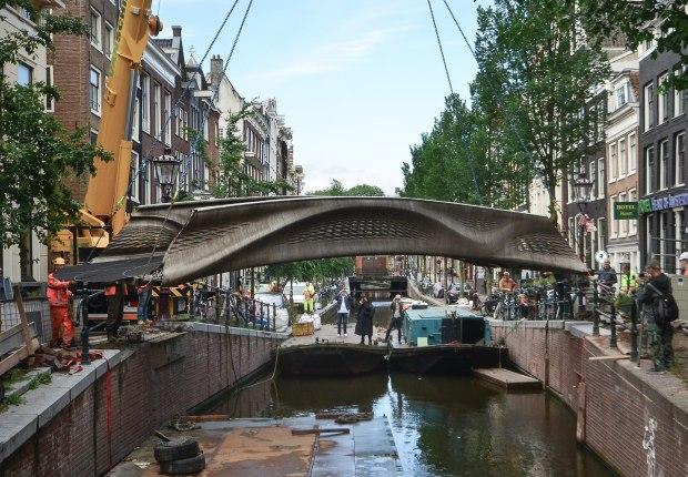 Puente MX3D de acero inoxidable