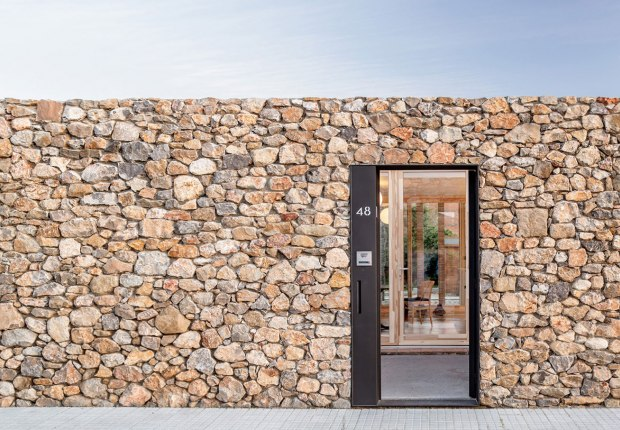 AA House by Alventosa Morell Arquitectes. Photograph by Adrià Goula