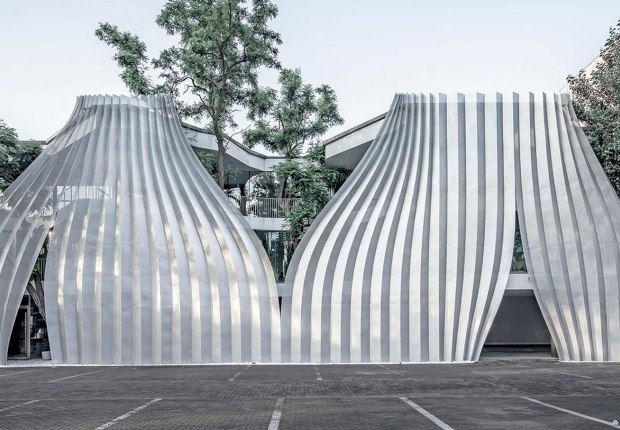 IOMA Art Center, a symbiosis renovation in Beijing's 798 Art Zone  by Archstudio. Photograph by Weiqi Jin