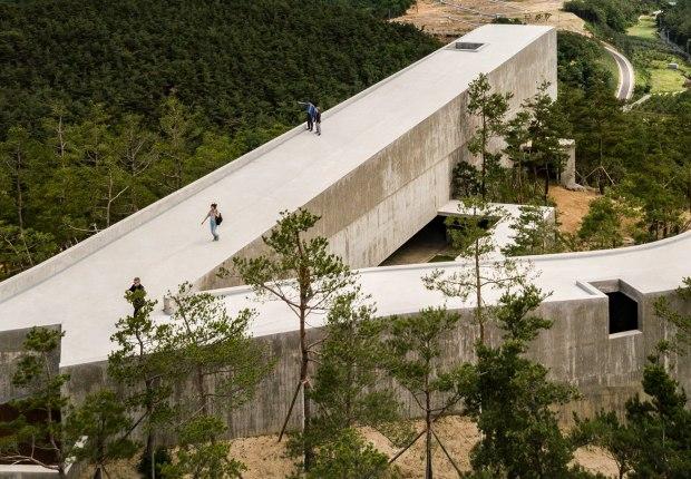 Art Pavilion in Saya Park by Alvaro Siza and Carlos Castanheira. Photograph by Fernando Guerra, FG+SG – Fotografia de Arquitectura