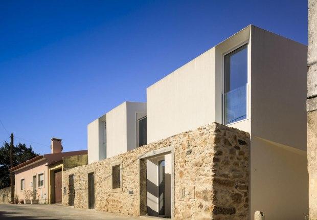 Mafra House by João Tiago Aguiar. Photograph by Fernando Guerra FG+SG