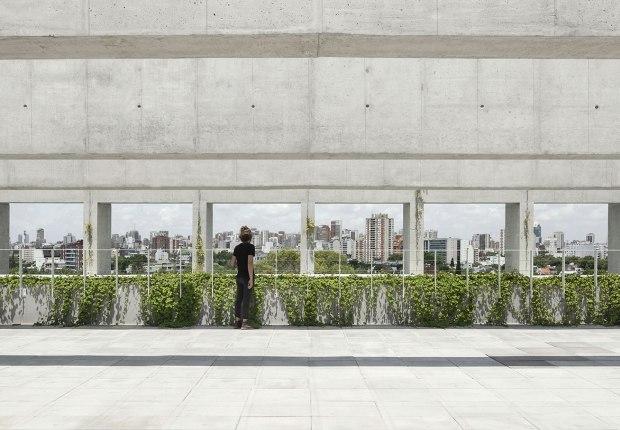 Edificio Sáenz Valiente by Josep Ferrando. Photograph by Federico Cairoli