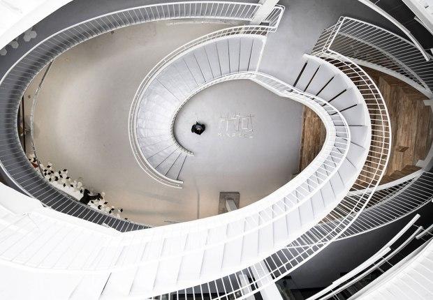 Escalera. Mandela Co-Working por RoarcRenew. Fotografía por OscarLok