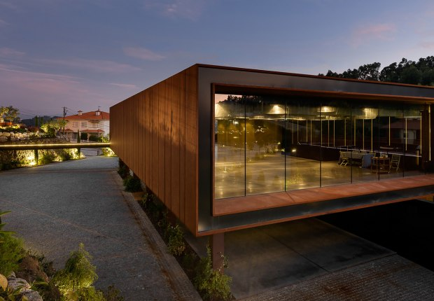 Suspended Matter Box Cultural Center by MMV Arquitectos. Photograph by Ricardo Oliveira Alves