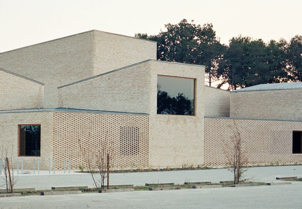 Pierres Blanches Cultural center by RAUM architects. Photograph by © Audrey Cerdan.