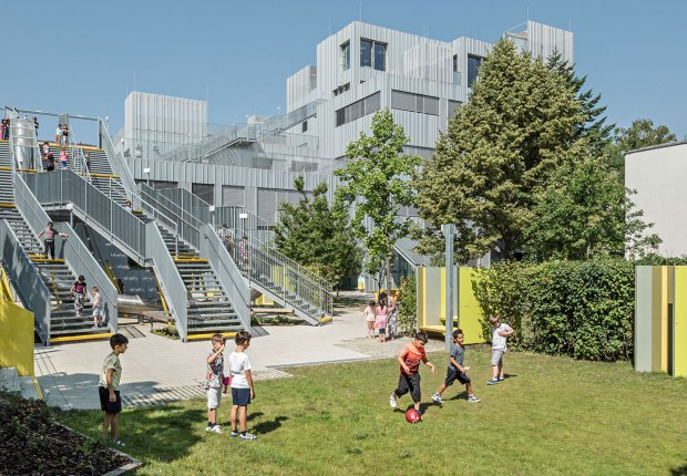 Längenfeldgasse Primary and Vocational School by PPAG architects. Photograph by Hertha Hurnaus