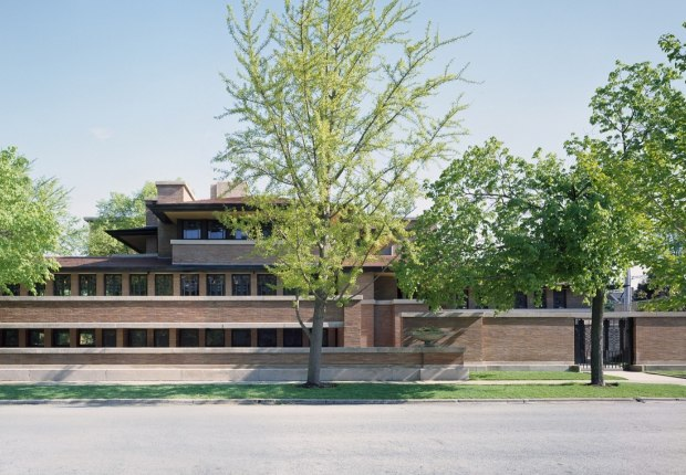 Vista exterior. El mejor ejemplo de las Casas de la Pradera: La Casa Robie, 1908-1910. Fotografía © Tim Long. Imagen cortesía de Frank Lloyd Wright Trust